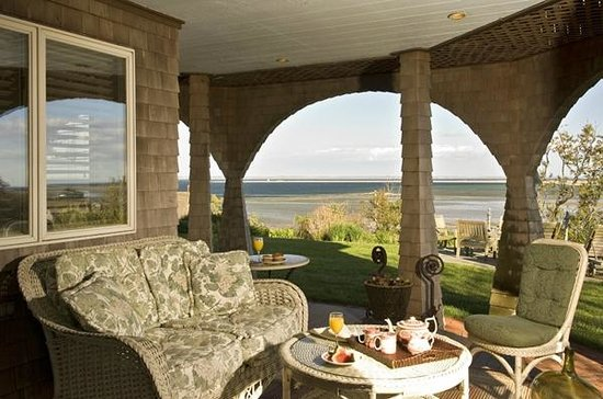 Land's End Inn: Views from all the comfortable decks