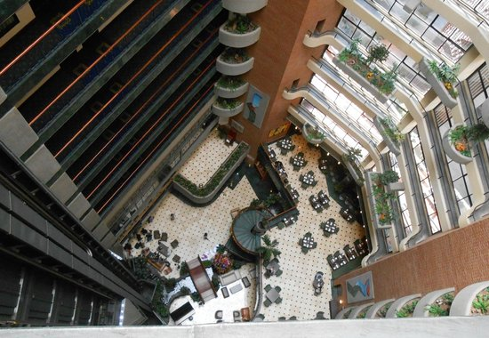 Embassy Suites by Hilton Caracas:                   view of the dining space and the lobby from up