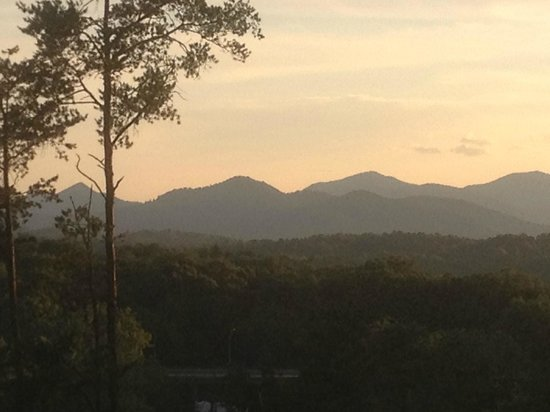 The Reynolds Mansion: Mountains at sunset
