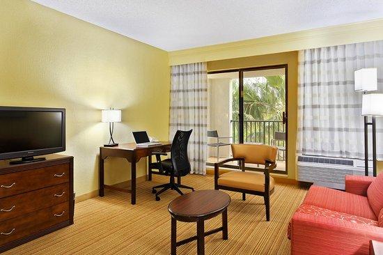 Courtyard Orlando Altamonte Springs/Maitland: King Suite Living Area