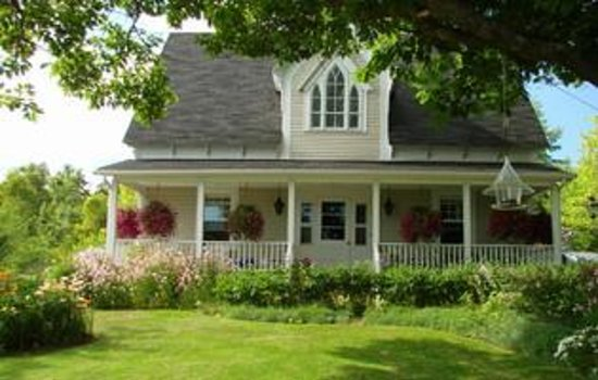 Innisfree bed and breakfast hopewell cape kanada for How to buy a bed and breakfast