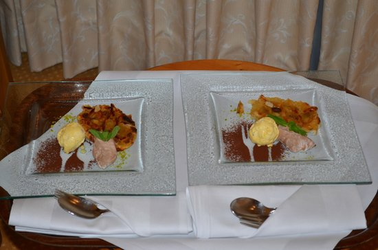Vila Vita Burghotel Dinklage:                   room service: apple pie