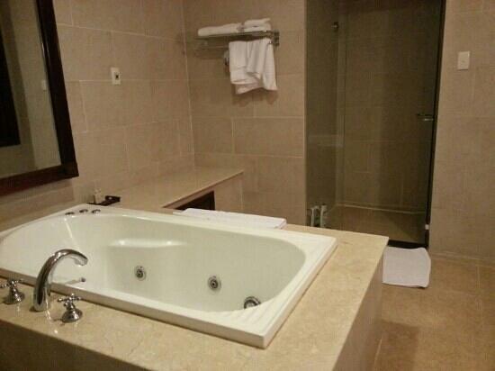 Sunrise Nha Trang Beach Hotel & Spa:                                                       salle de bain
