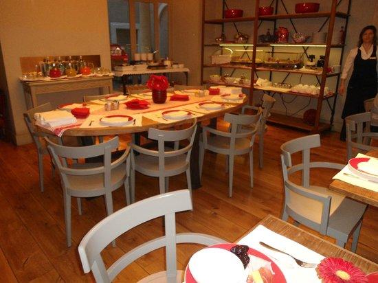 Rosso 23:                   Sala per la prima colazione