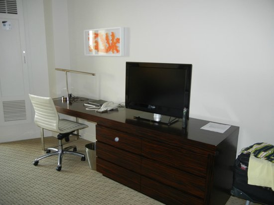 Caribe Hilton San Juan:                   Desk / TV Area