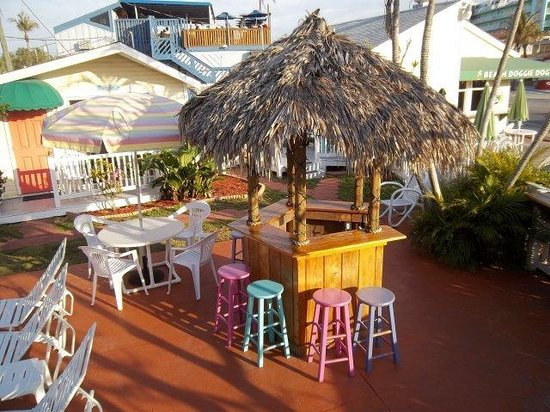 Silver Sands Villas: Tiki bar