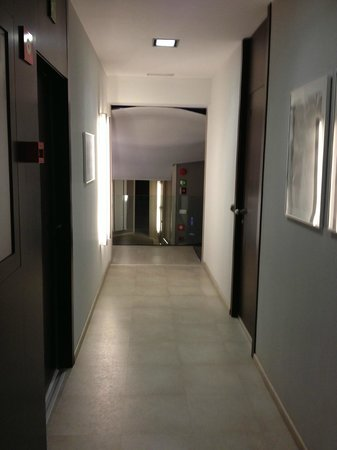 Hotel Actual:                   Pasillo interior