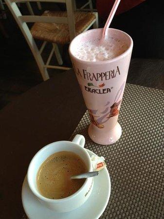 Le Perroquet:                   milk shake et café