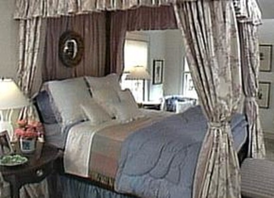 Nightmare review of this old house bed breakfast for Classic house day bed
