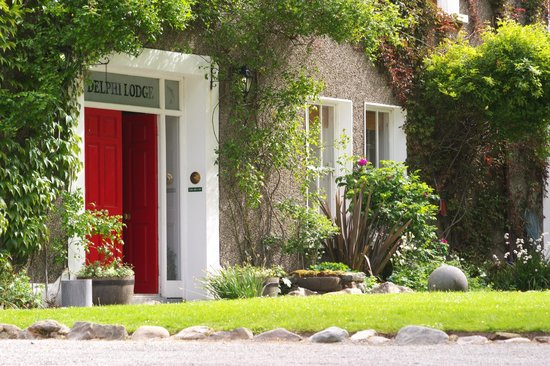 Delphi Lodge Country House: Famous Red Door