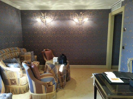 Baglioni Hotel Luna:                   Il salotto della suite