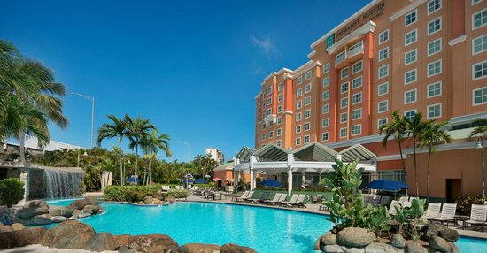 Embassy Suites by Hilton San Juan Hotel & Casino: Outdoor Lagoon Style Pool