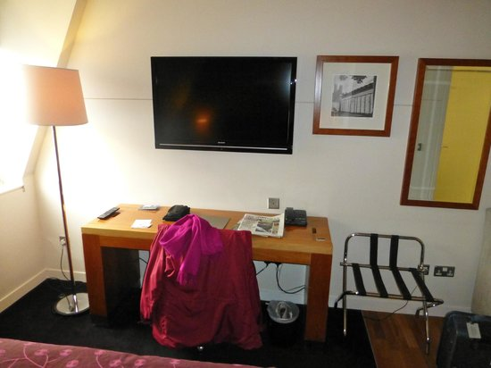 Apex City of Edinburgh Hotel:                   Huge TV, one armchair.