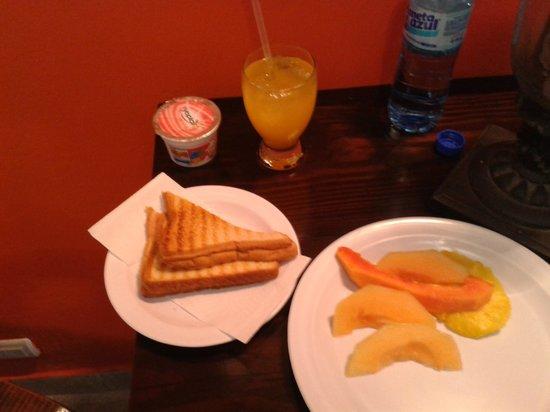 Maison Gautreaux:                   Breakfast here is good!