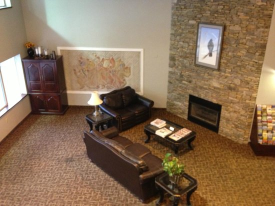 Cherokee Grand Hotel: Sitting Area in Lobby