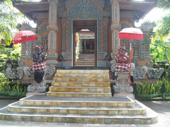 Bali Tropic Resort and Spa:                   Entrance