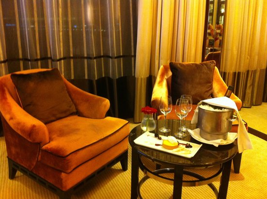 The Fullerton Bay Hotel Singapore:                   nice VIP treat in the room