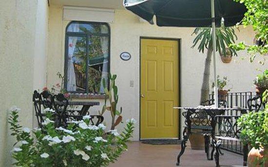 Casa Tuscany Inn: Lovely patios