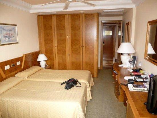Hotel Riu Palace Oasis:                   Zimmer