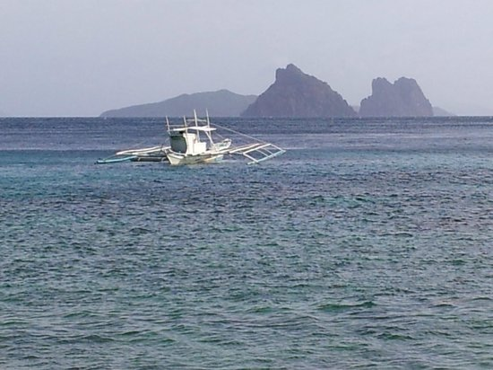 El Nido Resorts Apulit Island:                                     A typical Banca boat - the type that takes you to Apulit