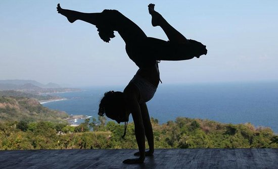 Anamaya Resort & Retreat Center: Yoga on our spectacular deck