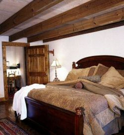 The Overlook Inn Bed and Breakfast: Prince Madoc Room