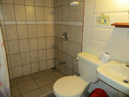 Evergreen Lodge:                   salle d'eau pas très nette...