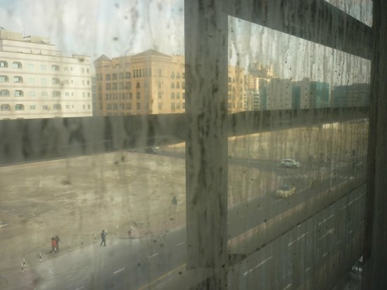 Centro Barsha:                   More dirty windows