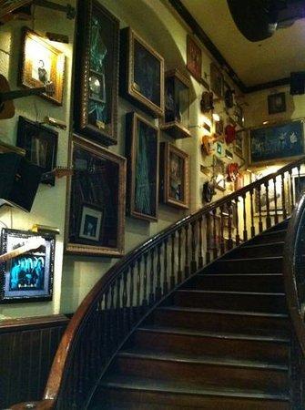 hard rock cafe:                   entrada al restaurante