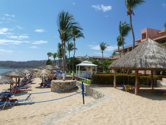 Barcelo Huatulco:                   Beach
