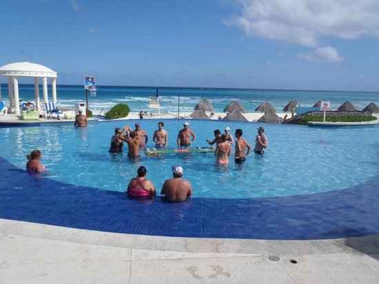 Golden Parnassus All Inclusive Resort & Spa Cancun:                   pool