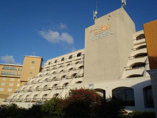 Golden Parnassus All Inclusive Resort & Spa Cancun:                   the resort front