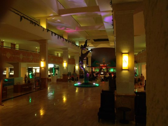 Golden Parnassus All Inclusive Resort & Spa Cancun:                   The hotel lobby