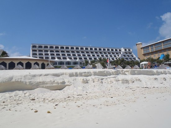 Golden Parnassus All Inclusive Resort & Spa Cancun:                   the resort from the beach