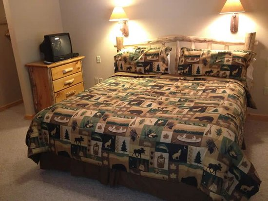 River Stone Resort and Bear Paw Suites: Bear Paw King Bed