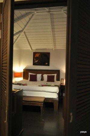 Iyara Beach Hotel & Plaza:                   bed