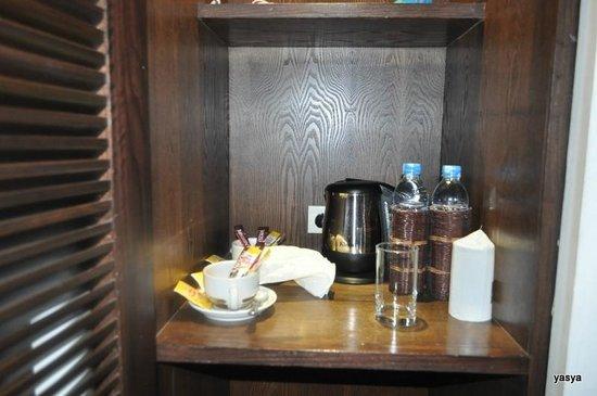 Iyara Beach Hotel & Plaza:                   minibar