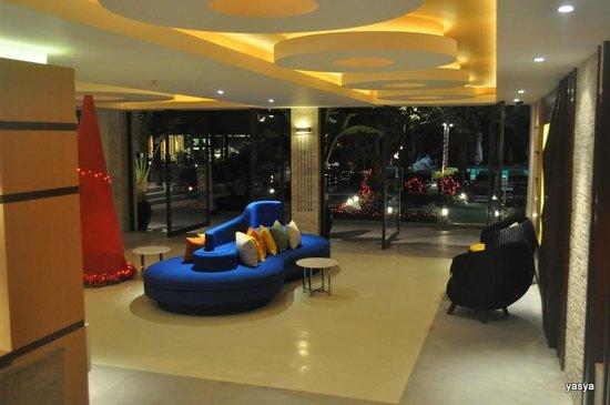 Iyara Beach Hotel & Plaza:                   lobby
