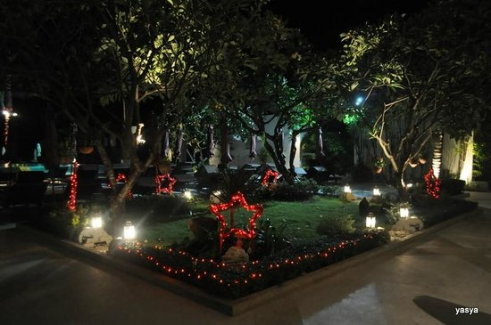 Iyara Beach Hotel & Plaza:                   st valentine's decorations