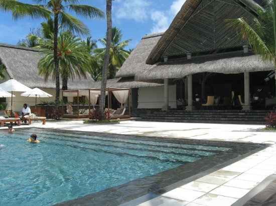 Constance Prince Maurice:                                     Entrance to pool