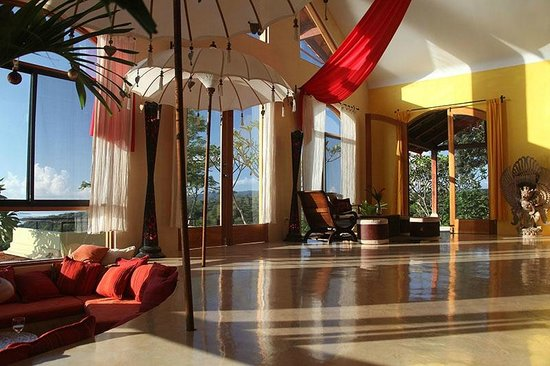 Anamaya Resort & Retreat Center: Living area for guests