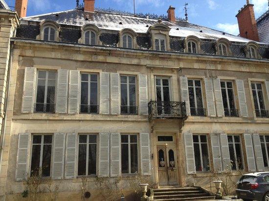 Chateau de Bessey-Les-Citeaux :                   Entrée de la maison