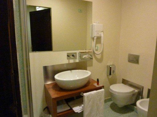 إل كيوسترو ديل كارميني:                   our bathroom                 