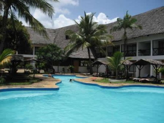 Hotel Diani Palm Resort: Main Pool area