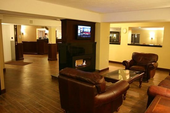 Comfort Inn Bangor: Lobby Seating Area