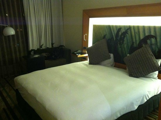 Novotel Auckland Airport:                   Bed