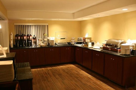 Comfort Inn Bangor: Breakfast Buffet