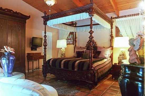 Casa Thorn Bed & Breakfast