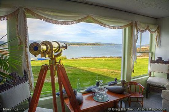 The Moorings Inn Waterfront: Living room telescope