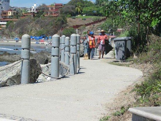 Malecon:                   Sea walk